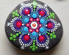 Piedra nueva Mandala ~ pintado Rock ~ punto colorido arte pintura ~ Original Home Decor / pintado piedra / turquesa azul verde rosa amarillo
