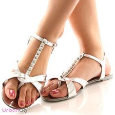 sandals Gladiator Flats, Flat Sandals, 1st Day Of Spring, Elves, Warm Weather, Fashion Ideas, Cool Designs, Addiction, Footwear