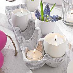 Eierkarton mit ausgeblasenen Eiern als Vase / Kerzenhalter