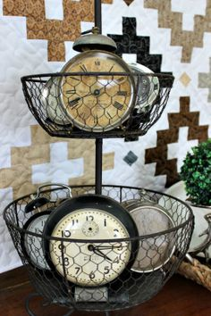 Decorating with old clocks