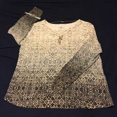 Gorgeous printed top Gorgeous printed top that looks almost like a damask print on it. Long sleeve. Very gently worn. Liz Claiborne Tops Tees - Long Sleeve