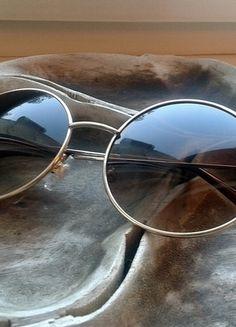Kup mój przedmiot na #vintedpl http://www.vinted.pl/akcesoria/inne-akcesoria/13970165-brazowe-okulary-okragle-szkla-duze-lennonki-hippie-zlota-oprawka