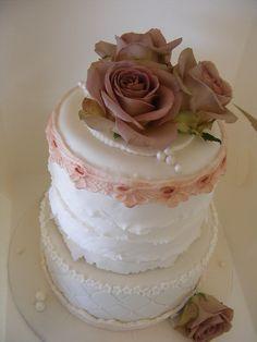 vintage look cakes Beautiful Cakes, Amazing Cakes, Vintage Birthday Cakes, Cupcake Cakes, Cupcakes, Chocolate Mud Cake, Mum Birthday, Cake Decorating, Decorating Ideas