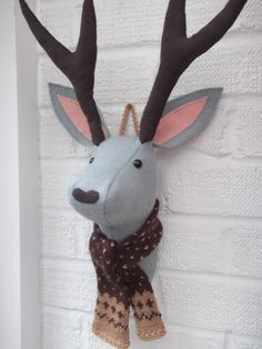 attach a chain at the top for eaiser hanging Felt Animals, Animals For Kids, Reindeer Head, Fox Nursery, Hanging Fabric, Stag Head, Art Textile, Christmas Makes, Blanket Stitch
