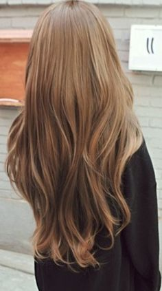 I want my hair to be like this. So long  beautiful natural color!