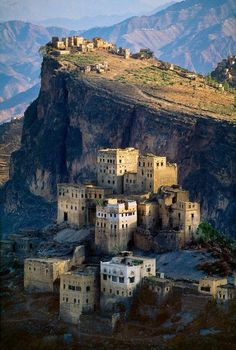 Yemen - by Steve McCurry Places Around The World, Oh The Places You'll Go, Places To Travel, Places To Visit, Around The Worlds, Wonderful Places, Beautiful Places, Terre Nature, Beautiful World