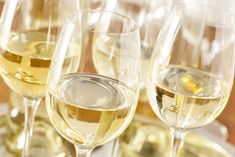 Did you know that alcohol can interrupt your sleep and prevent you from getting a good night's rest? #insomniandalcohol White Wine Grapes, Red Wine, Cocktails Vin, Chenin Blanc, Sweet Wine, Italian Wine, Wine List, Sauvignon Blanc, Sparkling Wine