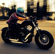 Harley Davidson Sportster 48 with rider in blue vintage full face metalflake helmet Motos Vintage, Vintage Motorcycles, Custom Motorcycles, Bobber Bikes, Bobber Motorcycle, Virago Bobber, Bobber Seat, Harley Bobber, Bobber Chopper