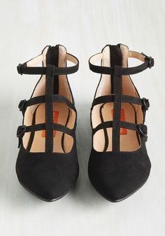 Cross Section of Style Flat. Break down these black flats by Rocket Dog and youll find their series of T-straps are an edgy statement, their pointed toes are a chic touch, and their faux suede finish is fabulous. #black #modcloth