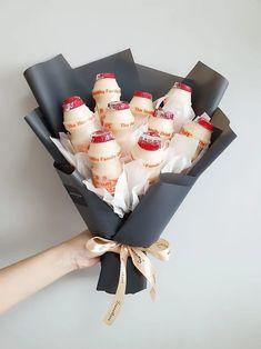 Candy Bouquet Diy, Food Bouquet, Diy Bouquet, Chicken Nugget Bouquet, Diy Birthday, Birthday Gifts, Edible Bouquets, Lara Jean, Crazy Cakes