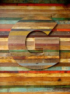 Letter G: An enchanting bit of Gotham seen en route to ATypI Mexico: timbered lettering, on the storefront for Guru, a gallery & design emporium in Cuauhtémoc owned by graphic designer Quique Ollervides. Visual Design, Art Design, Graphic Design, Wood Design, Interior Design, Art Texture, Wood Texture, Letter G, Design Graphique