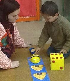 ROBÓTICA EDUCATIVA INFANTIL | Actividades con BEE BOT Early Childhood, Kindergarten, Bee, Coding, Kids Rugs, Maths, Robots, Technology, School