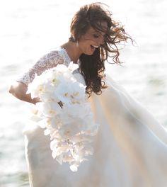 weddings @ Castle Hill, Newport LOVE the cascading Bouquet