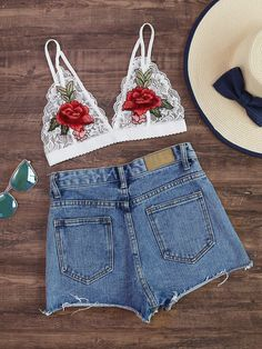 Shop Rose Embroidered Patch Scalloped Hem Lace Bralet online. SheIn offers Rose Embroidered Patch Scalloped Hem Lace Bralet & more to fit your fashionable needs.