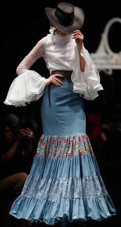 PASARELAFLAMENca Fashion Mode, Fashion Art, Boho Fashion, Fashion Show, Dance Fashion, Fashion Dresses, Flamenco Costume, Flamenco Dresses, Spanish Dress