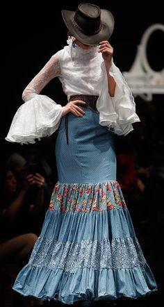 Flamencas, Simof 2016 Fashion Mode, Fashion Art, Boho Fashion, Fashion Show, Fashion Design, Dance Fashion, Fashion Dresses, Artisanats Denim, Flamenco Costume