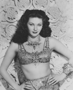 Yvonne De Carlo Sexy 1945 Salome, Where She Danced Glamour Pin-Up Photograph 89218331083 Old Hollywood Stars, Hollywood Icons, Vintage Hollywood, Hollywood Glamour, Classic Hollywood, Hollywood Jewelry, Yvonne De Carlo, Classic Actresses, Actors & Actresses