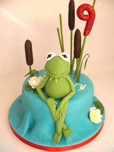 Oh my goodness a perfectly executed Kermit the Frog birthday cake! I love this cake on many different levels! --- Found on Cakewreck's Sunday Sweets