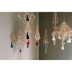 色々なデザイン違いのヒンメリを複数飾るとアートな雰囲気に♪ Diy And Crafts, Crafts For Kids, Narrow House, Hygge, Plant Hanger, Macrame, Origami, Sculptures, Diy Projects