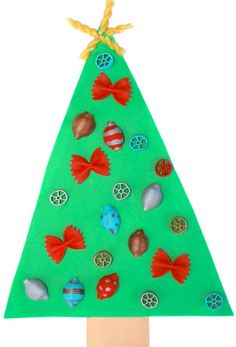 Albero di Natale con feltro e pasta colorata Twelve Days Of Christmas, Christmas 2017, Christmas Holidays, Christmas Crafts, Xmas, Christmas Tree, Christmas Ornaments, Diy And Crafts, Crafts For Kids