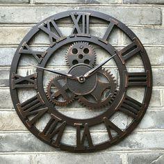vintage-alte-Wanduhren-Metall