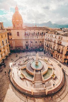 Piazza Pretoria - Palermo- Sicily - Italy - Jeff On The Road - Photo by Cristina. Ways To Travel, Places To Travel, Places To See, Travel Destinations, Pretoria, Sicily Travel, Sicily Tourism, European City Breaks, Palermo Sicily