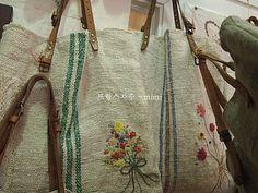 햄프린넨 가방 ~ : 네이버 블로그 Diy And Crafts, Weaving, Reusable Tote Bags, Handbags, Purses, Photo And Video, Instagram Posts, Linens, Fashion