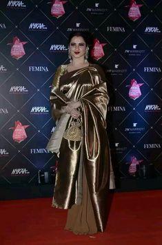 Rekha the eternal Queen Rekha Saree, Sabyasachi Sarees, Banarsi Saree, Kanjivaram Sarees, Half Saree Designs, Saree Blouse Designs, Kerala Saree, Indian Sarees, Gold Silk Saree
