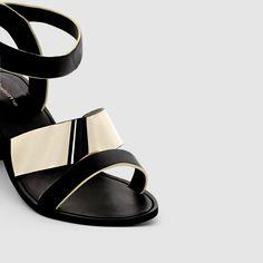 Sandalen TAILLISSIME : prijs, mening en score, levering. Taillissime, sandalen, van maat 38 - 45 aan één prijs ! Brede voeten.Bovenzijde : polyurethaanVoering : synthetischBinnenzool : leer op mousse. Loopzool : elastomeren antislip.Hoogte hak : 6,5 cm.Sluiting : enkelbandje Brede en stevig hak en enkelbandje met metalen gesp op elastiek voor nog meer comfort.