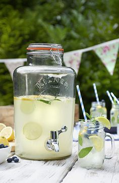 Kilner 8L Clip Top Drinks Dispenser and Handled Jar - Perfect for dispensing chilled homemade lemonade on a warm summers day.