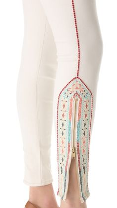 How easy would it be to transform your regular jeggings into this?? Add a zipper, then bedazzle/embroider/use iron-on decals around the zipper. Defs will be trying this when I get the time- I also love the white jeans!