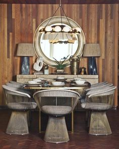 Room Decor Ideas brings you the best inspiration to get Elegance and Style on Home Interiors: Dining Rooms by Kelly Wearstler with a luxury interior design! Luxury Dining Room, Dining Room Lighting, Dining Room Design, Dining Rooms, Kelly Wearstler, Decoration Inspiration, Interior Design Inspiration, Design Ideas, Design Projects