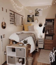 Need some dorm inspiration for next semester? Well, you'll absolutely LOVE these dorm room ideas for girls! These dorm ideas are perfect for any girly girl who wants her college dorm room to feel like home. Cute Dorm Rooms, College Dorm Rooms, Cozy Dorm Room, Uni Room, Girl Dorm Rooms, Dorm Room Beds, Dorm Room Storage, College Dorm Decorations, Dorm Room Organization