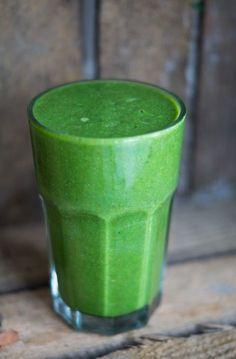 Herhjemme er vi kommet ind i en god rutine, hvor vi hver dag laver en sund grøn smoothie. Lige for tiden er det denne smoothie der hitter, da den smager dejligt frisk og indeholder en del ingefær. Når vi laver greenies, bruger jeg næsten altid frossen spinat. På denne måde undgår jeg at skulle tilsætte …Continue Reading...