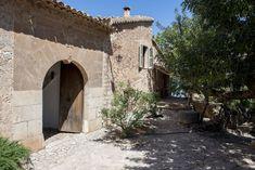 Mediterrán családi ház Modern fürdőszoba mediterrán vendégházban     Mediterrán ház, kert     Mediterrán villa, kert      Kőház a tónál