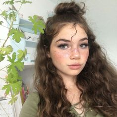 okay, i want my hair to look that good Beauty Makeup, Hair Makeup, Hair Beauty, Dewy Makeup, Pretty People, Beautiful People, Corte Y Color, Grunge Hair, Attractive People