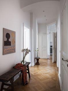 Industrial Artwork & Accents Use your own photos as artwork. Dream Apartment, Apartment Design, Apartment Living, Home Interior Design, Interior Architecture, Interior Decorating, Interior Inspiration, Room Inspiration, White Home Decor