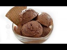 Inghetata de ciocolata este desertul preferat al verii. Deja e soare si frumos afara, dar ma gandesc cu groaza ca vor veni si acele calduri insuportabile. Make Ice Cream, Homemade Ice Cream, Sweets Recipes, Cooking Recipes, Desserts, Cooking Ice Cream, Romanian Food, Romanian Recipes, Frozen Yogurt