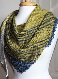 Асимметричная шаль Therapy в оригинальную полоску от дизайнера Laura Aylor.