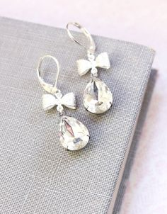Hey, I found this really awesome Etsy listing at http://www.etsy.com/listing/128602972/crystal-earrings-vintage-clear-glass