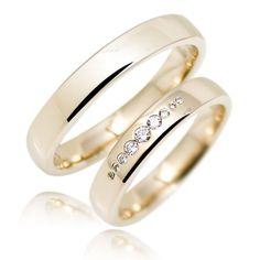 Goldhaus.com Trauringe 4mm breit und 1,7mm hoch dezent gewölbtes Profil mit Wohlfühlkante Oberfläche glänzend Dame mit 9 echten Diamanten im Brillantsch