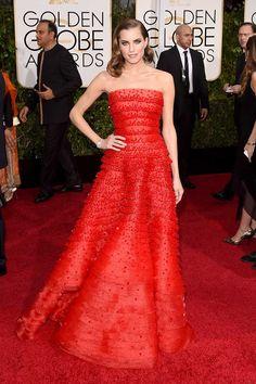 Allison Williams –Marnie en Girls– es prácticamente perfecta en todo. Es una belleza clásica y siempre elige vestidos hechos para elevar el glamour intrínseco de la alfombra roja, como este diseño de Armani Privé.