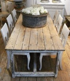 Great French Country Farmhouse Design Ideas Match For Any House Model 12 - Trendehouse French Country Farmhouse, French Country Style, Farmhouse Design, Farmhouse Table, Rustic Table, Farmhouse Chic, Country Kitchen, French Decor, French Country Decorating