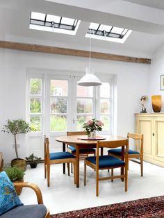 Huonekalusuunnittelijan koti on täynnä värikkäitä yksityiskohtia