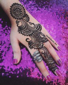 Latest henna Tutorial➡youtubemehndiartist_hira Inspired by @ashkumar_beauty style #henna #henna_i #hennaart #hennadesign #hennalove #hennaartist #hennatattoo #wakeupandmakeup #mehndi #mehndinight #mehndilove #mehndidesign #mehnditattoo #mehndiartist #mehndimanchester #hennamanchester #hennaoftheday #mehndi_by_hayat #mehndijewelry #fashion #hudabeauty #motnakattan #zukreat #hennapics #makeupsocial #beautiful #girlyhenna #hennainspire #hennajewelry