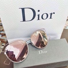 Rose gold sunglasses |  rose gold lipstick | rose gold | fashion blogger | quay sunglasses