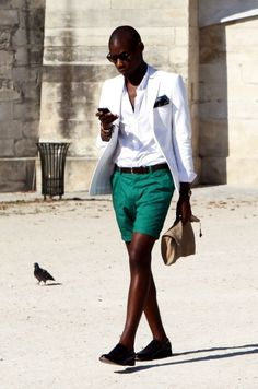 This pairing of a white blazer and green shorts might pack a punch, but it's extremely easy to wear too. And if you need to immediately step up this outfit with a pair of shoes, complete this getup with a pair of black leather loafers. Sharp Dressed Man, Well Dressed Men, Look Body, Vintage Man, Black Leather Loafers, Brown Leather, Men Street, Mode Style, Style Blog