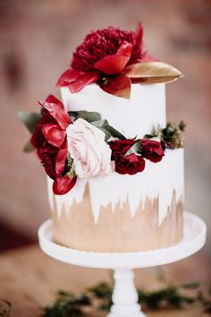 Red & Gold & White Wedding Cake