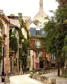 The artistic streets of Montmartre...