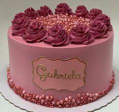 Cake Decorating Frosting, Cake Decorating Designs, Creative Cake Decorating, Cake Decorating Videos, Birthday Cake Decorating, Cake Decorating Techniques, Creative Cakes, 22nd Birthday Cakes, Elegant Birthday Cakes